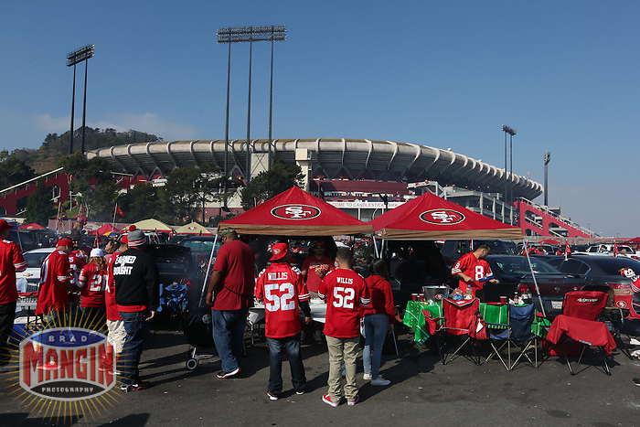SAN FRANCISCO, CA - NOVEMBER 10:  Exterior general view of the outside of Candlestick Park with fans tailgating before the game between the Carolina Panthers and San Francisco 49ers at Candlestick Park on November 10, 2013 in San Francisco, California. (Photo by Brad Mangin)