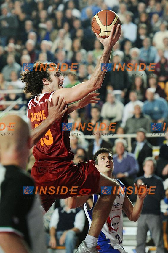 canestro di Luigi Datome (Roma).Roma, 27/11/2011 PalaTiziano.Basket Campionato di Pallacanestro serie A1.Virtus Roma vs Bennet Cantu'.Foto Insidefoto Antonietta Baldassarre