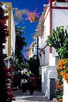 Spanien, Kanarische Inseln, Gran Canaria, Puerto de Mogan: moderner Ort im altkanarischen Stil, Gasse | Spain, Canary Islands, Gran Canaria, Puerto de Mogan: modern village, African style, lane