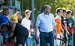BLOEMENDAAL   - Hockey -  2e wedstrijd halve finale Play Offs heren. Bloemendaal-Amsterdam (2-2) . A'dam wint shoot outs. coach Michel van den Heuvel (Bldaal) is boos COPYRIGHT KOEN SUYK
