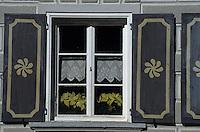 """Europe/Suisse/Engadine/Szuuz: Détail de la façade de la maison """"Planta"""""""