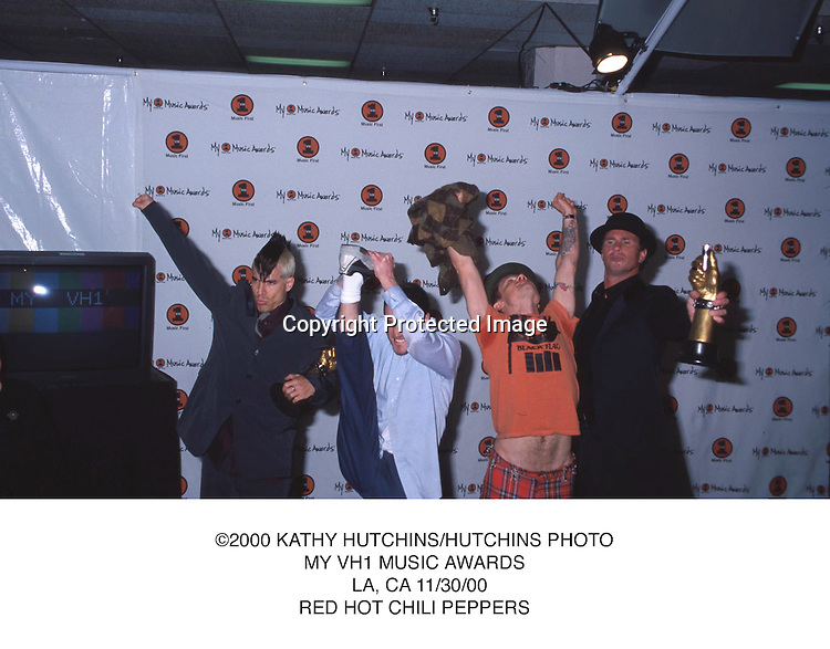 ©2000 KATHY HUTCHINS/HUTCHINS PHOTO.MY VH1 MUSIC AWARDS.  LA, CA 11/30/00.RED HOT CHILI PEPPERS....T