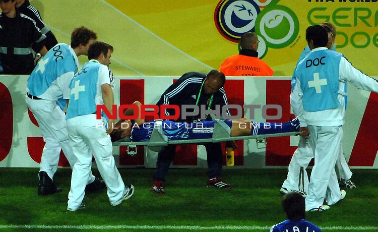 FIFA WM 2006 -  Gruppe F Vorrunde ( Group AF)  <br /> Play   #43 (22-Jun) - Japan vs Brasilien  1 - 4<br /> <br /> Naohiro Takahara after the foul by the Doc.<br /> <br /> Foto &copy; nordphoto