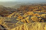 dalles blanches du sommet Djebel Rum, point culminant du Wadi Rum à 1754 m.dans un dédales de dômes et de mamelons. Un jeu d'ombres et de lumières se dévoile et se dérobe avec le coucher du soleil. Désert de Wadi Rum. Jordanie. Moyen Orient..Bedouin routes are a speciality of Wadi rum mountains.White domes,  pink slabs, tmushroomed walls, remote canyons. From the summit Djebel Rum (1754 m) the 360° views on the desert of Rum. ..Wadi Rum desert. Jordan. Middle East