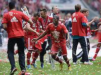Fussball 1. Bundesliga   Saison  2012/2013   34. Spieltag   FC Bayern Muenchen  - FC Augsburg     11.05.2013 JUBEL; Deutscher Meister 2012/2013 FC Bayern Muenchen Bierdusche; Emre Can (li) duscht David Alaba