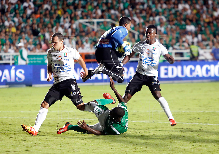 CALI -COLOMBIA-30-11-2013. Aspecto del encuentro entre Deportivo Cali y Once Caldas en los cuadrangulares finales, fecha 4, de la Liga Postobón 2013-1 jugado en el estadio Pascual Guerrero de la ciudad de Cali./ Aspect of the match between Deportivo Cali and Once Caldas during match of the final quadrangular 4th date of Postobon  League 2013-1 at Pascual Guerrero stadium in Cali city  Photo: VizzorImage/Juan C. Quintero/STR