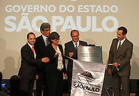 ATENCÃO EDITOR: FOTO EMBARGADA PARA VEICULO INTERNACIONAL - SÃO PAULO, SP, 05 NOVEMBRO 2012 - TRANSFERÊNCIA DO ED ERMÍNIO DE MORAES PARA O GOVERNO DO ESTADO   - O governador Geraldo Alckmin assinou nessa segunda-feira, o termo de transferência do Edifício Ermírio de Moraes para o Governo do Estado e descerra a placa de entrega. O prédio, localizado na praça Ramos de Azevedo, abrigará a Secretaria da Agricultura e faz parte do plano de revitalização do centro de São Paulo. Na região central da cidade nessa, segunda 5. (FOTO: LEVY RIBEIRO / BRAZIL PHOTO PRESS)