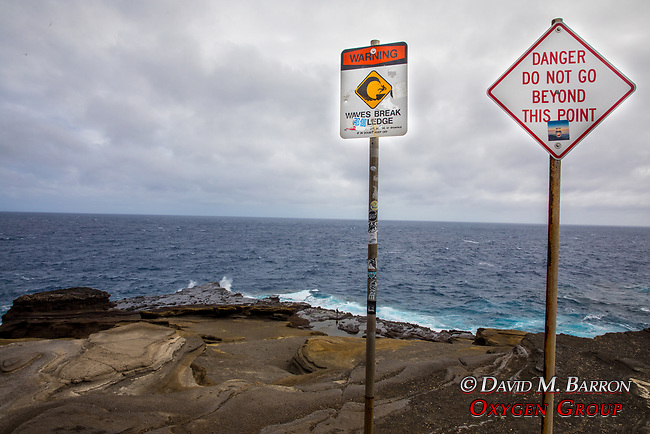 Lanai Lookout Warning Signs
