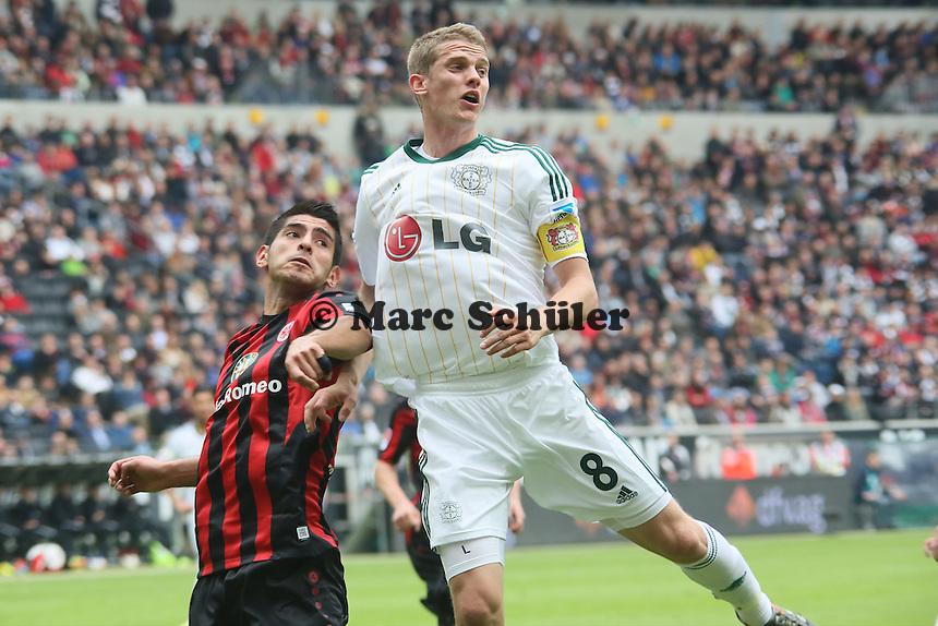 Lars Bender (Bayer) gegen Carlos Zambrano (Eintracht) - Eintracht Frankfurt vs. Bayer Leverkusen, Commerzbank Arena