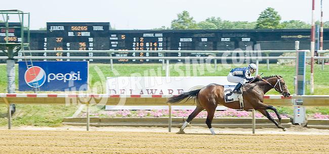 Bobcat Jim winning at Delaware Park on 7/5/12