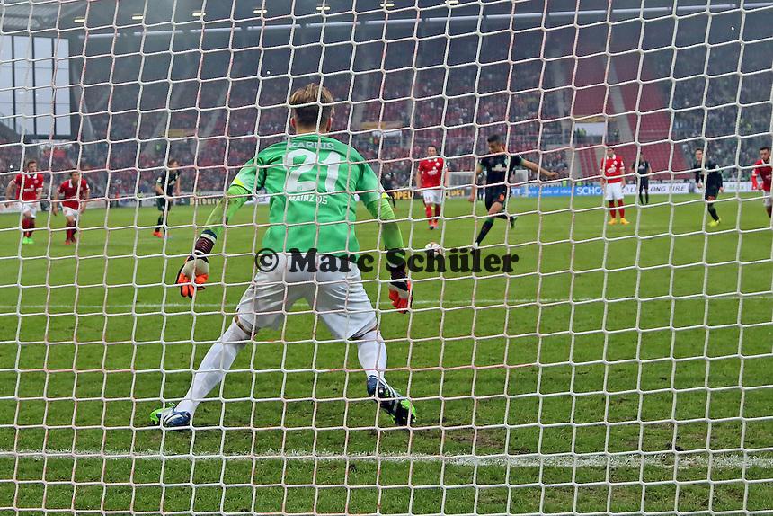 Loris Karius (Mainz) pariert den Elfmeter von Franco di Santo (Werder), doch der trifft im Nachsetzen per Kopfball zum 1:1 - 1. FSV Mainz 05 vs. SV Werder Bremenl, Coface Arena