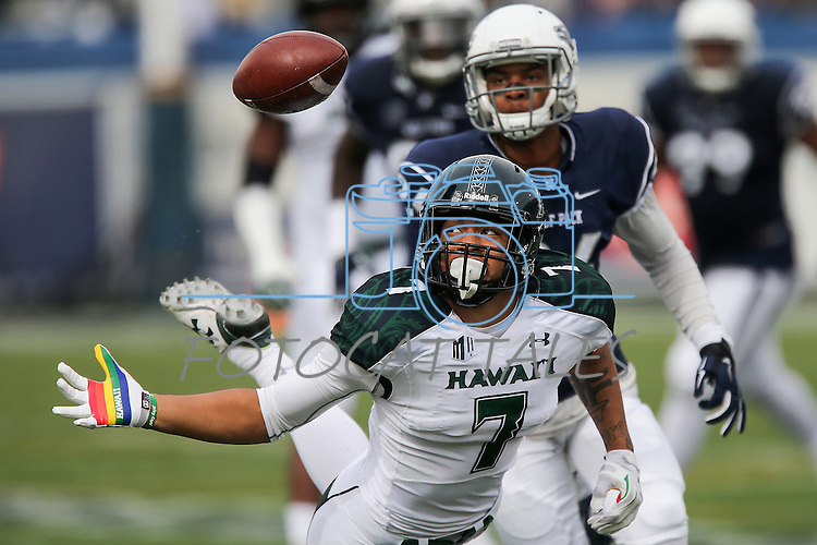 Hawaii tight end Metuisela 'Unga (7) attempts a catch against Nevada during the first half of an NCAA college football game in Reno, Nev., on Saturday, Oct. 24, 2015. (AP Photo/Cathleen Allison)
