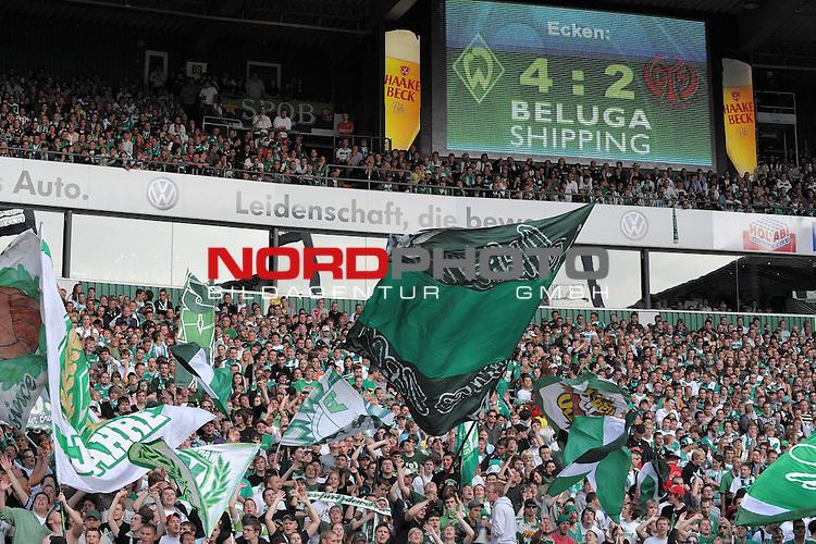 FBL 09/10  07. Spieltag Hinrunde / Weser Stadion<br /> Werder Bremen - Mainz05 3:0<br /> <br /> BELUGA Shupping Anzeigentafel mit Eckenverhaeltnis Ostkurve mit Fans<br /> <br /> Feature - Anzeigenwerbung - <br /> Foto &copy; nph ( nordphoto )