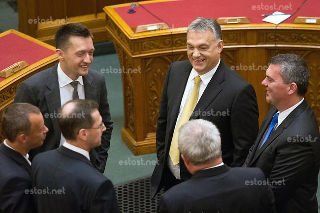 UNGARN, 10.05.2018, Budapest V. Bezirk. Eroeffnungssitzung des neuen Parlaments (4. Kabinett Orb&aacute;n). Fidesz-MP Viktor Orb&aacute;n. Links Kanzleramtsminister Anral Rogan. | Opening session of the new parliament (4th Orban cabinet). Fidesz PM Viktor Orban. To the left Antal Rogan, leader of the Prime Minister's Cabinet Office.<br /> &copy; Szilard Voros/estost.net