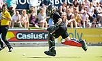 NIJMEGEN - keeper Saskia van Duivenboden (Nijm.)  tijdens  de tweede play-off wedstrijd dames, Nijmegen-Huizen (1-4), voor promotie naar de hoofdklasse.. Huizen promoveert naar de hoofdklasse.  COPYRIGHT KOEN SUYK