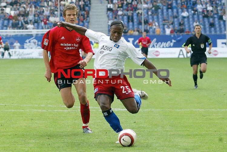 Bundesliga 2004/2005 -  Hamburger SV <br /> <br /> Hamburger SV vs 1.FC Nuernberg (NŁrnberg)<br /> <br /> Emile Mpenza schiesst das 3-1 fuer Hamburg vorbei an dem Nuernberger Bartosz Bosacki.<br /> <br /> Foto &copy; nordphoto - Anja Heinemann<br /> <br /> <br /> <br /> <br /> <br /> <br /> <br />  *** Local Caption *** Foto ist honorarpflichtig! zzgl. gesetzl. MwSt.<br /> <br /> <br /> <br /> Belegexemplar erforderlich<br /> <br /> <br /> <br /> Adresse: nordphoto<br /> <br /> <br /> <br /> Georg-Reinke-Strasse 1<br /> <br /> <br /> <br /> 49377 Vechta