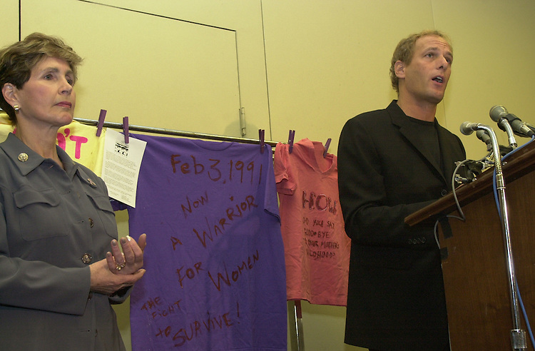 RC20000308-204-IW: March 8, 2000: Singer Michael Bolton speaks with Rep. Connie Morella during an event on domestic violence in the Rayburn Building.             Ian Wagreich/Roll Call