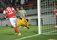 BOGOTA - COLOMBIA -07 -05-2014: Omar Perez (Fuera de Cuadro) jugador de Independiente Santa Fe anota gol a Luis Martinez, portero de Atletico Nacional durante partido de ida entre Independiente Santa Fe y Atletico Nacional, por las semifinales de la Liga Postobon I-2014, jugado en el estadio Nemesio Camacho El Campin de la ciudad de Bogota. / Omar Perez (Out of Pic), player of Independiente Santa Fe scored a goal to Luis Martinez, goalkeeper of Atletico Nacional during a match for the first leg between Independiente Santa Fe and Atletico Nacional, for the semifinals of the Liga Postobon I -2014 at the Nemesio Camacho El Campin Stadium in Bogota city, Photos: VizzorImage  / Luis Ramirez / Staff.