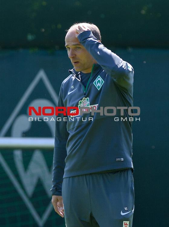 15.05.2015, Trainingsgelaende, Bremen, GER, 1.FBL, Training Werder Bremen, im Bild Viktor Skripnik (Trainer Werder Bremen)<br /> <br /> Foto &copy; nordphoto / Frisch