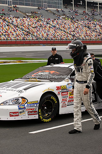 10/10/2008; 2:40:52 PM; Concord, NC, USA; Nascar Nationwide Series for the Dollar General 300 at Lowe's Motor Speedway. Mandatory Credit: Joey Millard. .