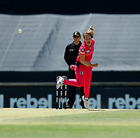 2nd November 2019; Western Australia Cricket Association Ground, Perth, Western Australia, Australia; Womens Big Bash League Cricket, Melbourne Renegades versus Sydney Sixers; Sarah Aley of the Sydney Sixers bowls during her spell - Editorial Use