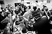 Milano: comunita' LUBAVITCH, Festa di OPSHERNISH. Ai maschi fino a 3 anni non vengono tagliati i capelli; durante la festa ognuno taglia una ciocca. Ha origine da un antico precetto secondo il quale per i primi tre anni non si raccolgono i frutti di un albero per lasciarlo crescere. .Milan: LUBAVITCH community, OPSHERNISH ceremony, the ritual of cutting the hair. The boys dont' have their hair cut until they are three years old: during the ceremony the father of the boy cuts his first lock, followed by the mother and relatives. It originates from an ancient rule stating that for the first three years fruits should not be picked from a tree to let it grow..