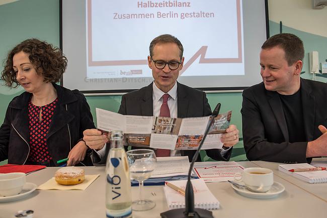 """Pressekonferenz des Regierenden Buergermeisters, Michael Mueller (SPD) und der Buergermeisterin Ramona Pop (Buendnis 90/Die Gruenen) sowie dem Buergermeister Dr. Klaus Lederer (Linkspartei) zum Thema """"Zweieinhalb Jahre Rot-Rot-Gruen"""".<br /> Im Bild vlnr.: Ramona Pop, Michael Mueller, Klaus Lederer.<br /> 5.3.2019, Berlin<br /> Copyright: Christian-Ditsch.de<br /> [Inhaltsveraendernde Manipulation des Fotos nur nach ausdruecklicher Genehmigung des Fotografen. Vereinbarungen ueber Abtretung von Persoenlichkeitsrechten/Model Release der abgebildeten Person/Personen liegen nicht vor. NO MODEL RELEASE! Nur fuer Redaktionelle Zwecke. Don't publish without copyright Christian-Ditsch.de, Veroeffentlichung nur mit Fotografennennung, sowie gegen Honorar, MwSt. und Beleg. Konto: I N G - D i B a, IBAN DE58500105175400192269, BIC INGDDEFFXXX, Kontakt: post@christian-ditsch.de<br /> Bei der Bearbeitung der Dateiinformationen darf die Urheberkennzeichnung in den EXIF- und  IPTC-Daten nicht entfernt werden, diese sind in digitalen Medien nach §95c UrhG rechtlich geschuetzt. Der Urhebervermerk wird gemaess §13 UrhG verlangt.]"""