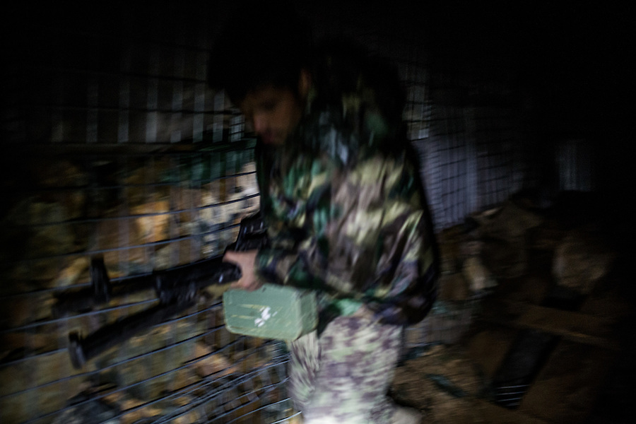 An ANA soldier is running around the 1st tower of the Mohammed Said checkpoint to shoot with a PKM toward a suspicious light near the checkpoint,  Kunar, Afghanistan, 15th November 2017. <br /> <br /> Un soldat de l'ANA court autour de la 1ère tour du point avancé Mohammed Said à Kunar pour tirer avec un PKM vers une lumière suspecte s'approchant du checkpoint, Kunar, Afghanistan, 15 novembre 2017.