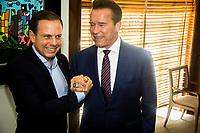 SÃO PAULO, SP - 24.04.2017: DORIA-SP - O prefeito de São Paulo João Dória Jr durante encontra com o ator Arnold Schwarzenegger, na sede da Prefeitura de São Paulo na região central da cidade nesta segunda-feira, 24. (Foto: Danilo Fernandes/Brazil Photo Press)