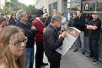 SÃO PAULO,SP, 02.10.2016 - ELEIÇÕES-SÃO PAULO - Presidente do PT Rui Falção é visto registrando seu voto na PUC no bairro de Perdizes na região oeste de São Paulo, neste domingo, 02. (Foto: Levi Bianco/Brazil Photo Press)