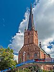 Szczecin, (woj. zachodniopomorskie), 15.07.2013. Zlokalizowana na Starym Mieście Bazylika archikatedralna świętego Jakuba. P