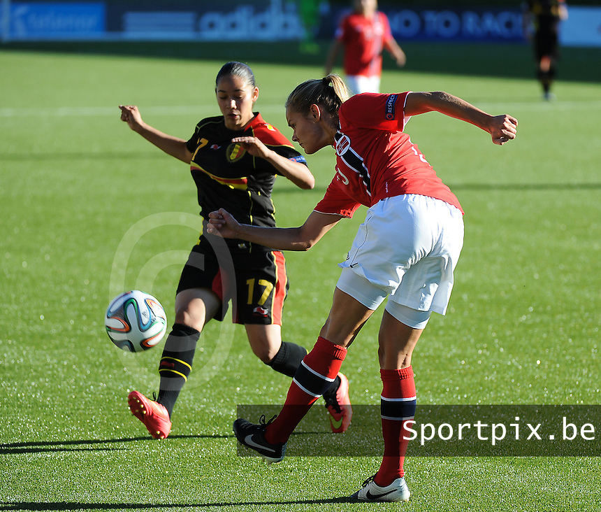 20140718 - Tonsberg , NORWAY : Norwegian Andrine Tomter (r) pictured with Belgian Lola Wajnblum (left) during the female soccer match between Women under 19 teams of Norway and Belgium , on the second matchday in group A of the UEFA Women Under19 European Championship at Tonsberg Stadion , Norway . Friday 18th July 2014 . PHOTO DAVID CATRY