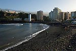 Puerto de la Cruz, Tenerife, Spain; December 29, 2012 -- Playa de Martiánez -- Photo: © HorstWagner.eu
