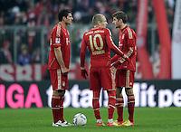 FUSSBALL   1. BUNDESLIGA  SAISON 2011/2012   13. Spieltag FC Bayern Muenchen - Borussia Dortmund        19.11.2011 Mario Gomez, Arjen Robben , Thomas Mueller (v. li. FC Bayern Muenchen)