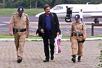 O secretário nacional de direitos humanos Nilmário Miranda durante sua chegada em Marabá para acompanhar novas investigações sobre a guerrilha do Araguaia, denúncioas de dois ex-soldados do exército indicam o local onde estariam enterrados os guerrilheiros mortos entre eles Walquíria, Oswaldão, Pedro  Alexandrino e Baptista.<br />Xambioá, Tocantins Brasil<br />Foto Paulo santos/Interfoto<br />05/03/2004