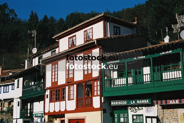 typical asturian architecture in the fishing village Tazones (Concejo Villaviciosa)<br /> <br /> arquitectura t&iacute;pica asturiana en el pueblo pesquero de Tazones (Concejo Villaviciosa)<br /> <br /> typisch asturianische Architektur in dem Fischerdorf Tazones (Gemeinde Villaviciosa)<br /> <br /> 3360 x 2240 px<br /> 150 dpi: 60,96 x 40,83 cm<br /> 300 dpi: 30,48 x 20,41 cm<br /> Original: 35 mm