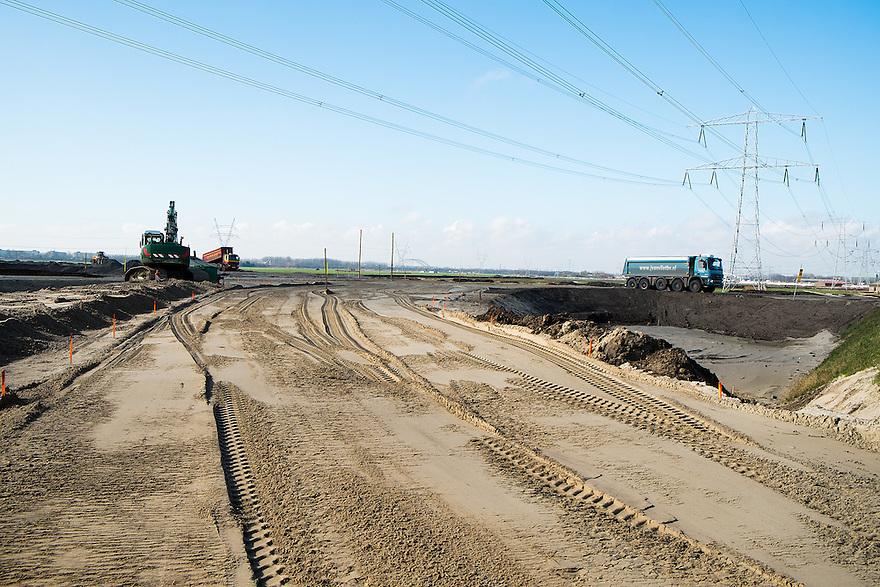 Nederland, Muiden, 26 feb 2014<br /> Wegenbouw, aanleg nieuwe weg <br /> Foto(c): Michiel Wijnbergh
