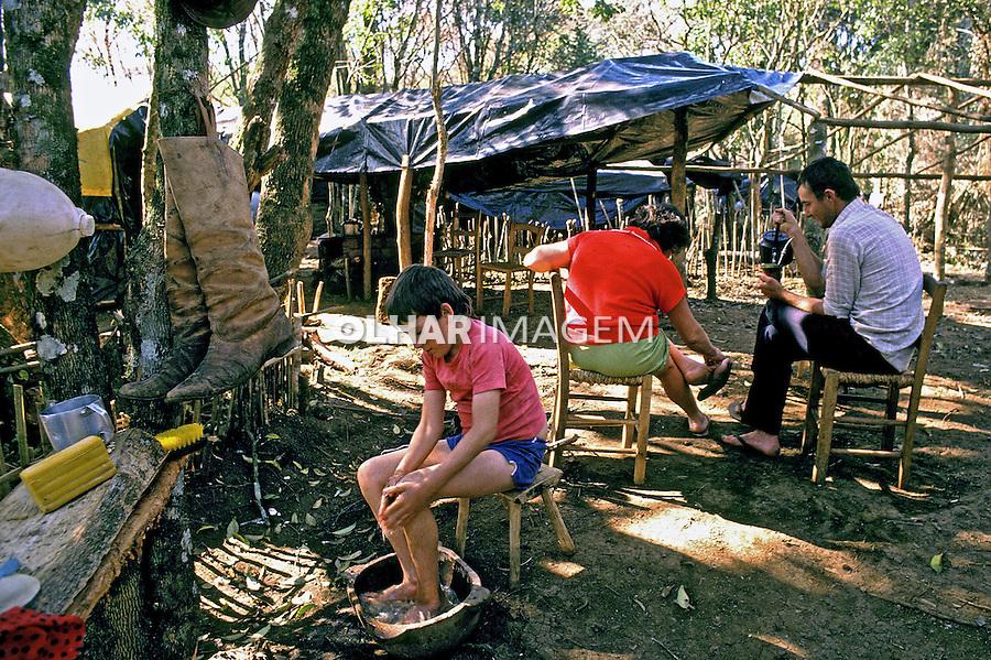 Acampamento do Movimento dos Sem Terra. Rio Grande do Sul. 2001. Foto de Ricardo Azoury.