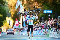 Picture by Simon Wilkinson/SWpix.com - 27/09/2018 - Cycling 2018 Road Cycling World Championships Innsbruck-Tiriol, Austria - Men's Junior Road Race - Remco Evenepoel of Belgium celebrates.
