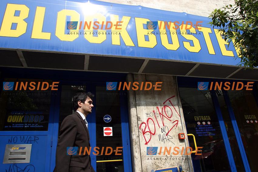 Roma 2/4/2003<br /> Sciopero generale Manifestazione dei sindacati di Base contro la guerra. Scritte accanto all'ingresso di Blockbuster
