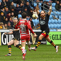 01.03.2015.  Coventry, England.  Aviva Premiership. Wasps versus Gloucester Rugby.  Wasps fly-half Andy Goode attempts to charge down a kick from his opposite number James Hook (Gloucester).
