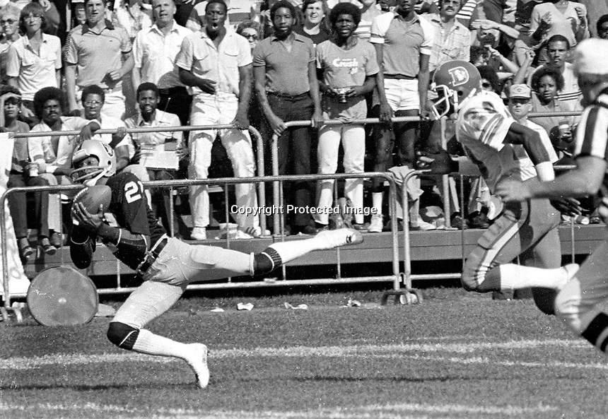Oakland RaidersCliff Branch hauls in long pass defended by Denver Broncos. (1981 photo/Ron Riesterer)