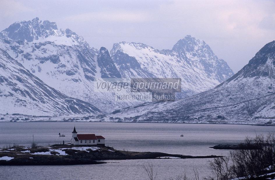 Europe/Norvège/Iles Lofoten: Eglise de Sidpollnes sur le Fjord Austensfjorden