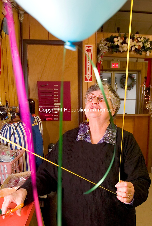 WATERBURY, CT. 14 December 2006--121406SV04--Edith Margolis, owner of Jay-Mar Party Inc., fills balloons with helium at her store in Waterbury Thursday.<br /> Steven Valenti Republican-American
