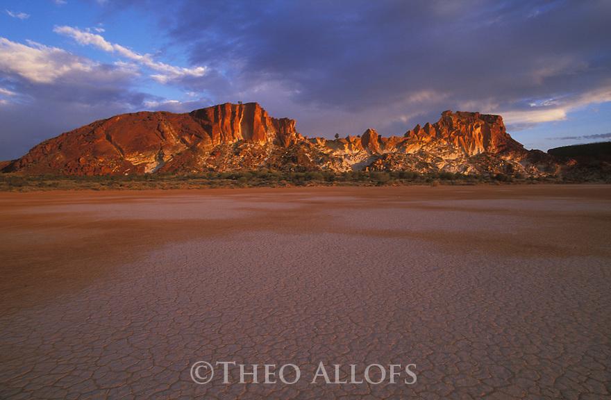 Australia, Northern Territory; Rainbow Valley at sunset