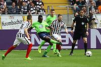 Riechedly Bazoer (VfL Wolfsburg) gegen Marc Stendera (Eintracht Frankfurt) - 06.05.2017: Eintracht Frankfurt vs. VfL Wolfsburg, Commerzbank Arena, 32. Spieltag