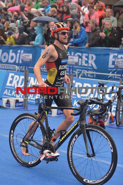 20160716,  Innenstadt, Hamburg, GER, Hamburg Wasser World Triathlon, Elite Maenner Sprintdistanz, im Bild Gregor Buchholz (GER) in der Wechselzone Foto © nordphoto / Witke
