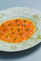 France, Paris (75), Les aliments anti-cancer de Richard Béliveau cuisinés par  Alain Passard, restaurant trois étoiles L'Arpège   - Saumon écossais  au gingembre et thé vert matcha//  France, Paris, Richard Béliveau , anti-cancer foods cooked  by Alain Passard, three-star restaurant L'Arpège - Scottish salmon with ginger and matcha green tea