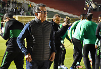 TUNJA – COLOMBIA, 04-02-2020: Juan Carlos Osorio técnico del Nacional gesticula durante partido por la fecha 4 de la Liga BetPlay DIMAYOR I 2020 entre Boyacá Chicó y Atlético Nacional jugado en el estadio La Independencia de la ciudad de Tunja. / Juan Carlos Osorio coach of Nacional gestures during match for the date 4 of the BetPlay DIMAYOR League I 2020 between Boyaca Chico and Atletico Nacional played at La Independencia stadium in Tunja city. Photos: VizzorImage / Edward Leguizamon / Cont