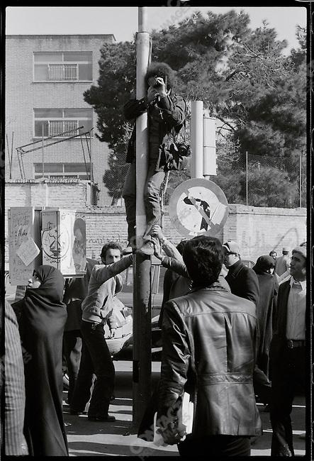 David Burnett is held aloft by the crowd near 24 of Esfand Square. Tehran, January 28, 1979